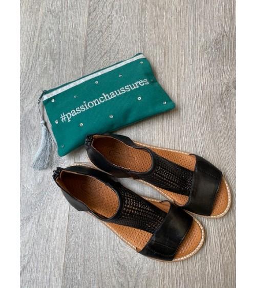 Sandale noire , Casta